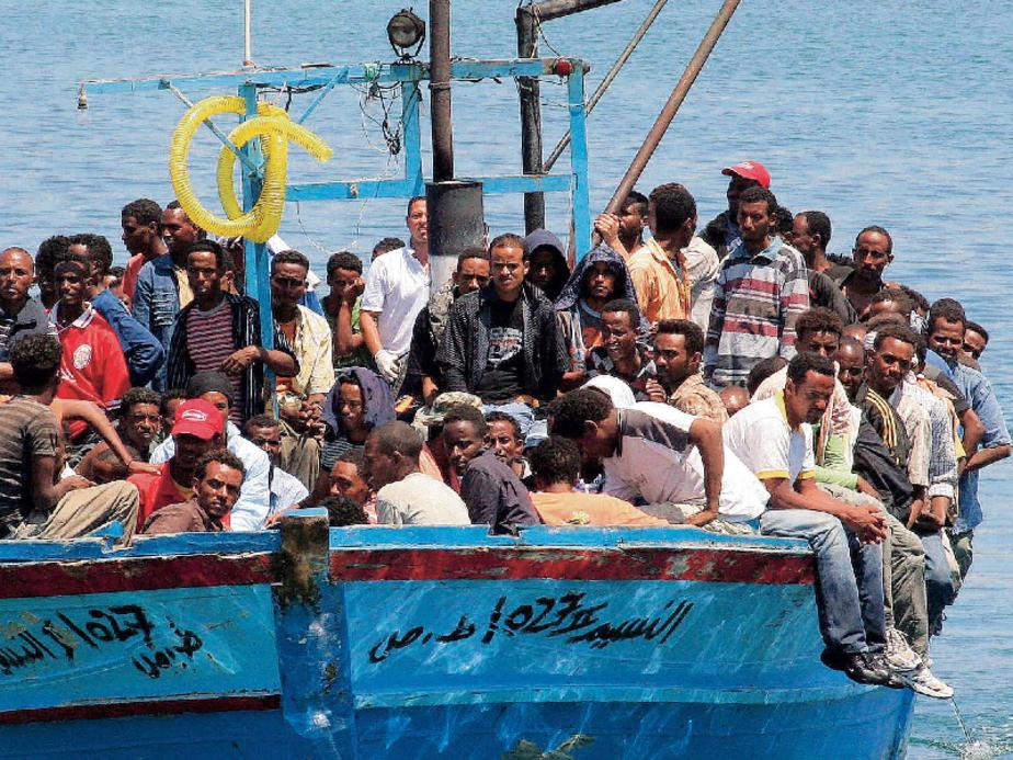 Flüchtlingsboot vor Lampedusa (Foto: AFP)